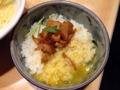 [銀座][ラーメン]卵、玉ねぎ、鶏が絡み合って美味しい、スープもかければ親子丼感覚