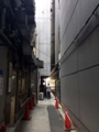[銀座][ラーメン]並ぶ方とは反対側から四丁目交差点に抜けられます