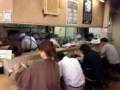 [恵比寿][ラーメン][チャーハン][とんかつ]カウンター8席、4席のテーブル1卓による計12席構成の店内