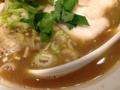 [新橋][ラーメン]一口すすったら思わず笑みがこぼれた烏賊干し鶏白湯スープ