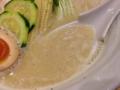 [銀座][ラーメン][バター][ごはん]鶏の旨みたっぷりの濃厚鶏白湯スープ