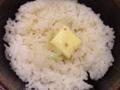 [銀座][ラーメン][バター][ごはん]そこに鶏の旨みたっぷりの白湯スープをかけちゃいます