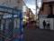 歩行者の邪魔にならないよう、お店左側のプチ広場で立ち食いします