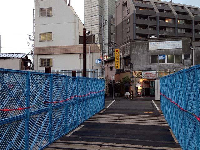 もう小田急線が走ることもない下北沢駅の線路跡地