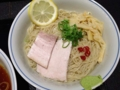 [赤坂][赤坂見附][溜池山王][永田町][ラーメン][つけ麺]麺にはレモンスライスとワサビが添えられます