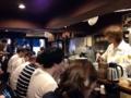[新宿][ラーメン][つけ麺]その後もどんどん訪れるお客さんとテキパキ応対する店主