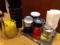 醤油、酢、ラー油、胡椒、定番のカスターセット