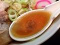 [四谷三丁目][ラーメン]大量の鰹節、豚骨、魚介等の厳選素材を惜しげもなく使用したスープ