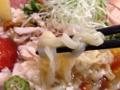 [湯島][ラーメン]そんなスープをこれでもかと絡みつかせる中太ピロピロ麺