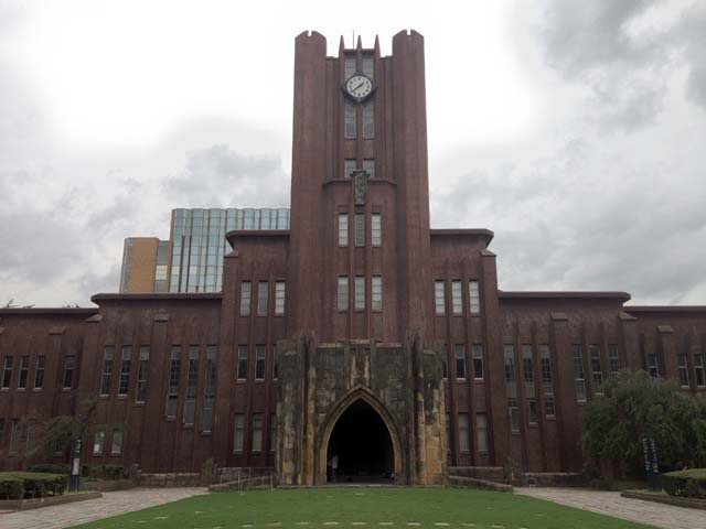 正門入って進んだ先にどでんと構える東大の象徴・安田講堂