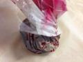 [菓子]包み紙を束ねておっぱ…浅漬けを作る要領で優しく揉む!