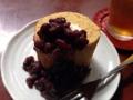 [麻布十番][菓子][たいやき][焼きそば][カフェ・喫茶店][甘味処]厚切りロールの上にたっぷりかけられた小豆