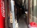 [赤羽][ラーメン]自販機右手の路地が入口
