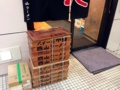[六本木][乃木坂][ラーメン]入口すぐそばには札幌ラーメンのど定番・西山製麺の麺箱が
