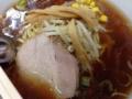 [早稲田][ラーメン][チャーハン][洋食][定食・食堂]チャーシュー、メンマ、もやしにネギ、それと彩りを添えるコーン