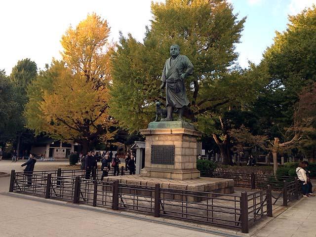 あえて変なアングルから。上野の西郷どん。