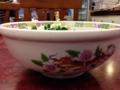 [東小金井][ラーメン][油そば][餃子]側面に龍と華をあしらった特徴的な丼