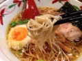 [湯島][ラーメン][餃子][居酒屋]細麺が絡んでぐいぐい引っ張り上げます