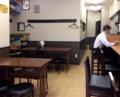 [目黒][ラーメン]テーブル3卓・カウンター計25席の落ち着いた雰囲気の店内
