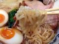 [三河島][新三河島][荒川区役所前][ラーメン]生地を踏んでは鍛えて延ばした手切りの自家製ピロピロ麺が絡みまくり