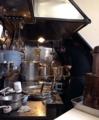 [四谷三丁目][ラーメン][つけ麺]とてつもなく狭い厨房、うっかりするとガンガン頭をぶつけそう