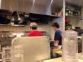[虎ノ門][パスタ]終始フライパンで炒め続けているスタッフ