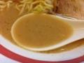 [鶯谷][入谷][ラーメン]飲むと鶏→豚骨→魚介の順で味わいが広がる醤油味のスープ