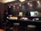 まるでカフェのようなカウンター席&テーブル席がお出迎え