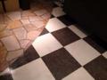 [銀座][東銀座][ラーメン]恐らく居抜きなんでしょうが何ともモダンな床