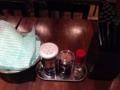 [銀座][東銀座][ラーメン]胡椒、唐辛子、爪楊枝。安定のシンプルカスターセット