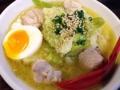 [新橋][ラーメン][丼もの]キャベツ多め、鶏肉ゴロリな「新橋 駿」の水炊きラーメン850円