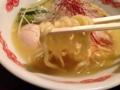[日暮里][ラーメン]そんな濃厚スープをバッチリ受け止める中太平打ち麺