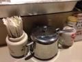 [浅草][田原町][パン][コーヒー][ジュース][カフェ・喫茶店]カスターセットは年季の入ったシュガーポット、食卓塩、爪楊枝