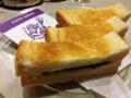 [浅草][田原町][パン][コーヒー][ジュース][カフェ・喫茶店]まさにこんがりな焼き色、ホットドッグ同様ペリカンの食パンを使用