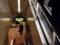 入館しエスカレーターで地下1階に向かいます