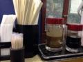 [新橋][牛かつ][和食][定食・食堂]カスターセットは特製ソースと醤油、割り箸、爪楊枝、紙ナプキン