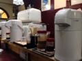 [新橋][牛かつ][和食][定食・食堂]セルフサービスの水は卓上ポットからグラスに注ぐスタイル