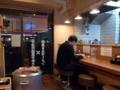 [三ノ輪][ラーメン]厨房&壁側に各5席のカウンターで計10席