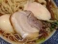 [三ノ輪][ラーメン]鶏&豚2種類のチャーシュー、味玉、メンマ、刻みネギにかいわれ大根