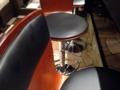 [銀座][東銀座][ラーメン][つけ麺][丼もの]カウンターも5席に増え、座り心地のいいスプリング椅子を導入