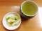 着席とほぼ同時に提供される白菜のお新香と温かい緑茶