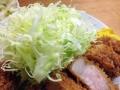[上野][御徒町][とんかつ][和食][定食・食堂]キツネ色の衣、初々しい断面との相性バッチリなこんもりキャベツ