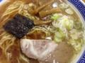 [浅草][田原町][ラーメン]豚骨鶏ガラに野菜でダシをとった甘めの醤油スープをズビビビビ