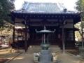 [豪徳寺][建築][寺院]小門同様いたって控えめな感じのお堂でしたが、注目すべきは左脇
