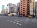 [南麻布][麻布十番][白金高輪][ラーメン]お店の前に広がる大通りは高級車を度々目撃するリア充アベニュー