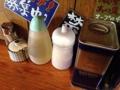 [南麻布][麻布十番][白金高輪][ラーメン]それに胡椒、ゴマ、お酢など結構豊富
