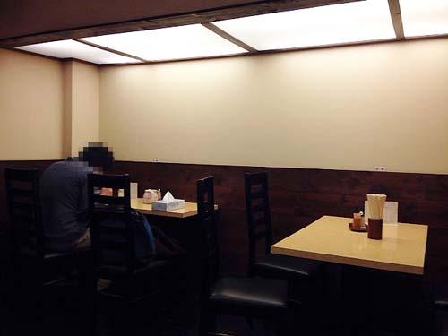 2名掛け&4名掛け各1卓のテーブル席@千駄木「神名備」