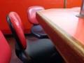 [下北沢][ラーメン]普通の椅子よりも座り心地良好なチェアタイプの椅子