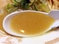 [下北沢][ラーメン]鶏油で輝く豚骨ベースの醤油スープをズビビビビ