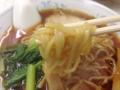[雑司が谷][池袋][ラーメン][餃子][チャーハン][中華]気持ちウェービーかつ柔らかめの中太麺をズルズルと